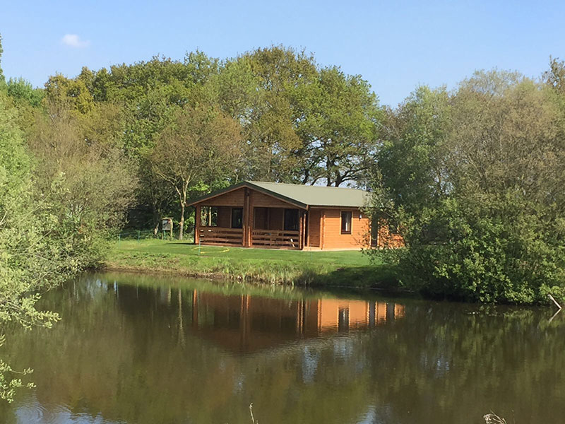 Red house farm fishing holidays for Lodge fish house